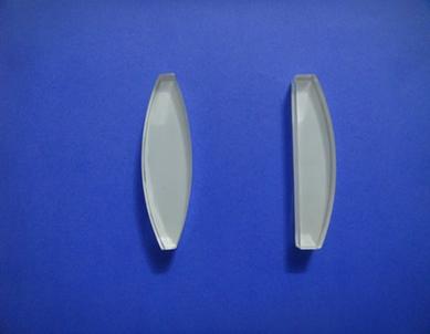É um corpo transparente com duas faces esféricas ou uma face esférica e outra plana