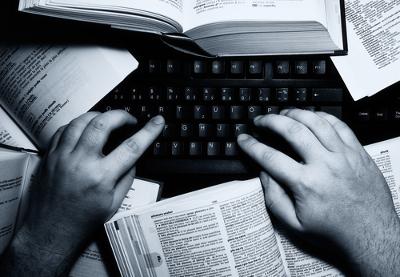 Apresentar e desenvolver argumentos e pontos de vista são as principais características da dissertação