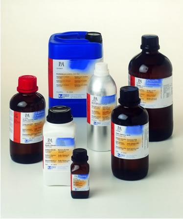 É importante classificar os reagentes ácidos usados em laboratórios químicos, entre outros fatores, por questão de segurança e para manuseá-los melhor