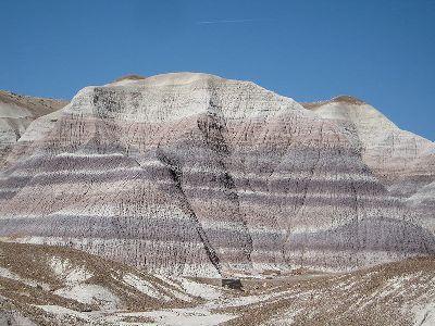 Nas bacias sedimentares, as rochas organizam-se em camadas