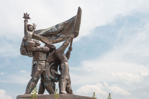 Memorial vietnamita em homenagem à vitória obtida na Batalha de Dien Bien Phu *