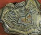 Granito: mistura heterogênea de pedras.