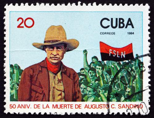 Selo cubano da década de 1980 em homenagem a Augusto César Sandino e ao FSLN, partido que governava a Nicarágua.*