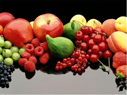 A glicose é um exemplo de composto do grupo das oses que está presente em uvas e em vários frutos.