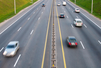 Os automóveis transformam a energia gerada pelos combustíveis em energia cinética