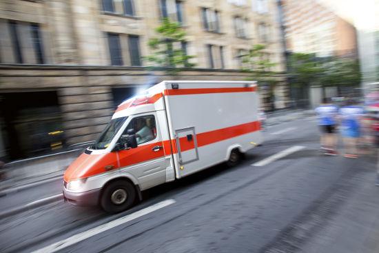 Quando uma ambulância passa na rua, o som é percebido mais agudo na aproximação do que durante o afastamento