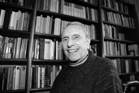 Wilson Martins, em sua biblioteca no Paraná