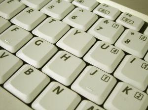 Por que as teclas do teclado não estão em ordem alfabética?