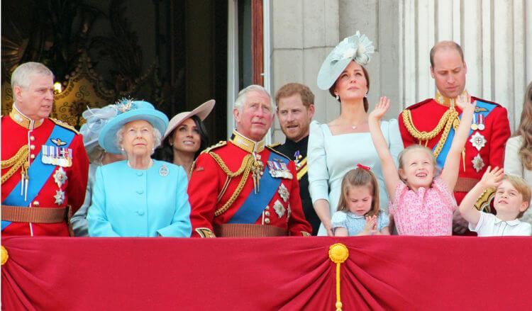 A Família Real inglesa é uma das famílias reais mais tradicionais e um símbolo das monarquias no mundo todo.*