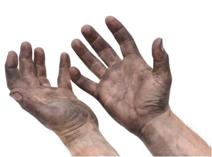 Para limpar as mãos sujas de graxa, utiliza-se a gasolina, pois ambas são substâncias orgânicas apolares