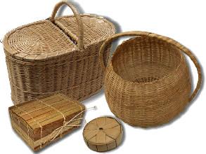 Artesanatos feitos com a fibra do babaçu.