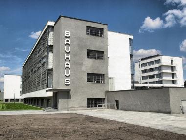 Fachada da Escola Bauhaus em Dessau, Alemanha