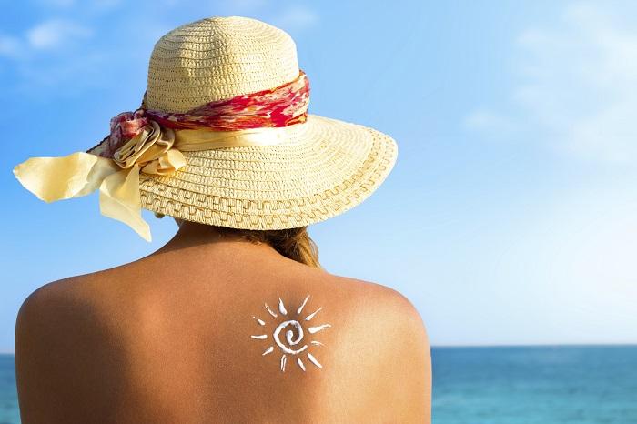 O protetor solar diminui os efeitos nocivos do sol