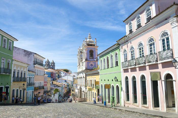 Com a criação do Governo-Geral, o rei de Portugal ordenou a construção de uma nova capital para o Brasil: Salvador.