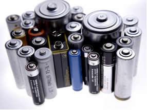A pilha seca ácida é muito comum no cotidiano, sendo a mais barata e usada para alimentar equipamentos portáteis e aparelhos elétricos.