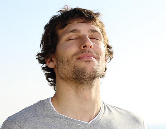 A respiração pelo nariz garante que o ar entre no sistema respiratório aquecido, umedecido e limpo