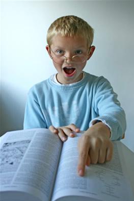 Crianças realizam indicações de livros.