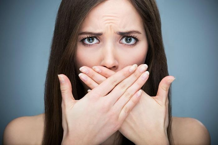 O mau hálito pode ser desencadeado por uma má higiene bucal