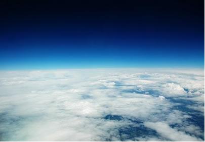 A pressão atmosférica é a força-peso exercida pelos gases sobre uma unidade de área de determinada superfície