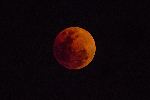 Representação de um eclipse lunar