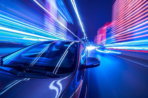 A velocidade é a razão entre as grandezas espaço percorrido e tempo gasto no percurso