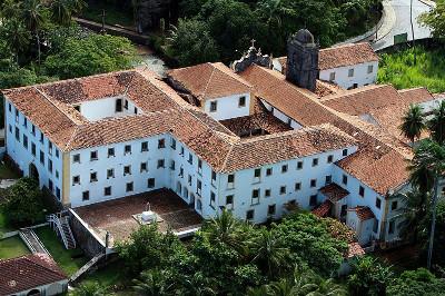 O Seminário de Olinda tornou-se, excepcionalmente, um grande centro escolar no período colonial brasileiro *
