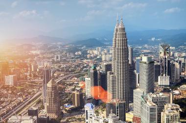Imagem da cidade de Kuala Lumpur, na Malásia. A industrialização do país intensificou a urbanização