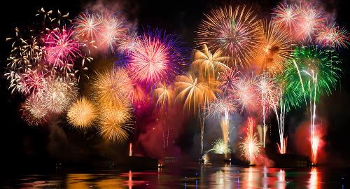 A explosão de cores dos fogos de artifício está nos compostos químicos