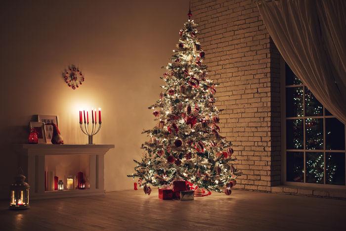 A árvore de Natal é um dos símbolos natalinos mais tradicionais, e suas origens remontam a crenças pagãs.