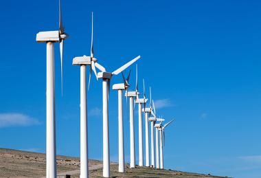 A produção de energia eólica vem crescendo rapidamente no Brasil