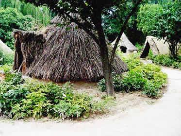Reprodução de uma aldeia neolítica chinesa encontrada no Museu de Xi'an Banpo.