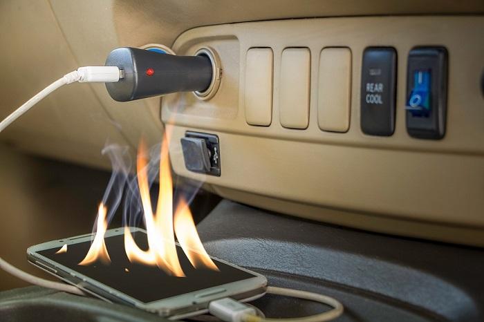 Existem alguns cuidados simples que podem evitar acidentes na hora de carregar seu celular.