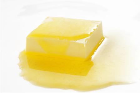 A margarina é produzida por meio de uma reação de hidrogenação