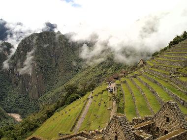 Registros históricos da ocupação humana em relevos pouco favoráveis em Machu Picchu, Peru