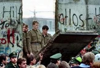 A queda do Muro de Berlim representou a queda do regime socialista no mundo.