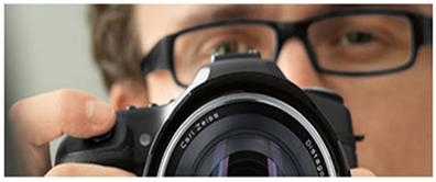 Presença de lentes nos óculos e na máquina fotográfica