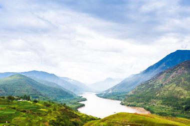 Rio Yangtzé, na China. Perene, de planalto e de águas claras