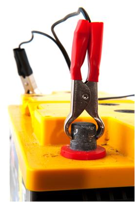 Na bateria selada há menos decomposição da água no momento em que é recarregada pelo alternador