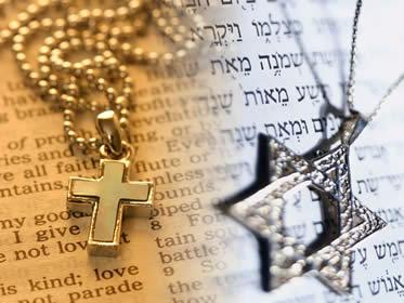 A Bíblia é adotada como livro sagrado por diferentes denominações religiosas.