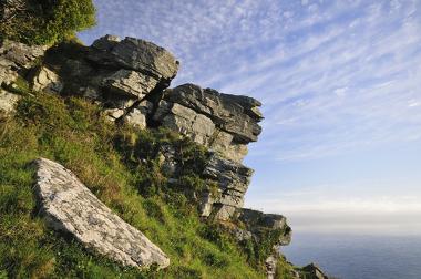 Os afloramentos rochosos permitem o estudo de rochas originalmente internas
