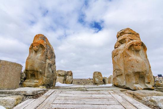 Ruínas dos hititas descobertas por escavações arqueológicas realizadas na Turquia