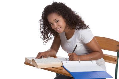 Evitar a voz passiva e o rebuscamento linguístico são dicas para uma redação nota 10