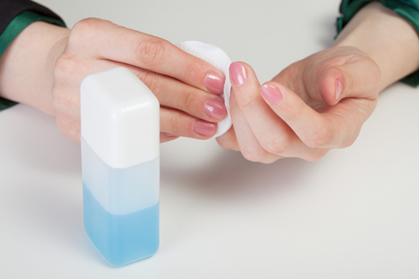 A propanona é conhecida comercialmente como acetona e é usada como removerdor de esmaltes
