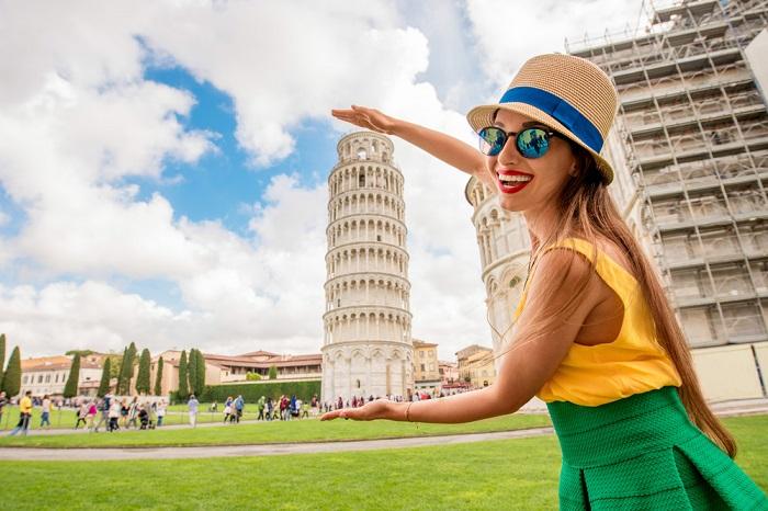 Em virtude do tipo de equilíbrio, a torre de Pisa não cai