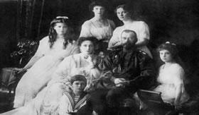 Nicolau II e sua família: últimos representantes da monarquia russa.