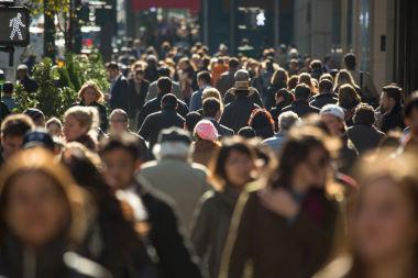 A densidade demográfica é uma razão entre grandezas diferentes que relaciona o número de pessoas e o espaço que ocupam