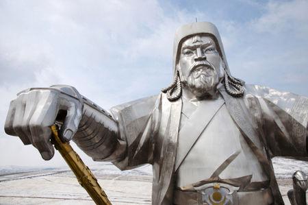Os mongóis, liderados por Gêngis Khan, conquistaram boa parte do território asiático, formando o império mongol