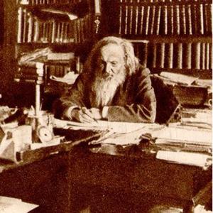 Dmitri Mendeleev em seus estudos