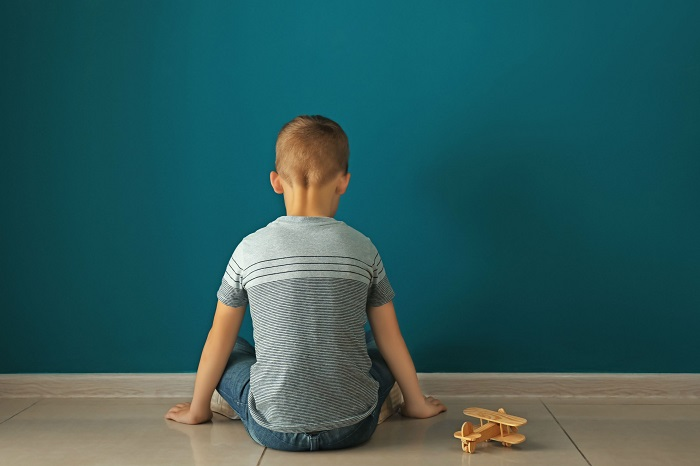Autistas geralmente apresentam como característica o isolamento social