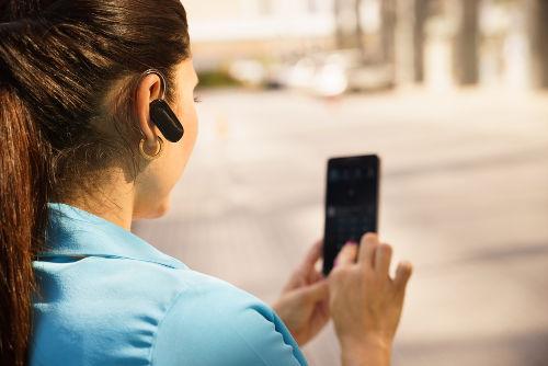 O <i>headset</i> é um exemplo de tecnologia que utiliza transmissão de dados a distância